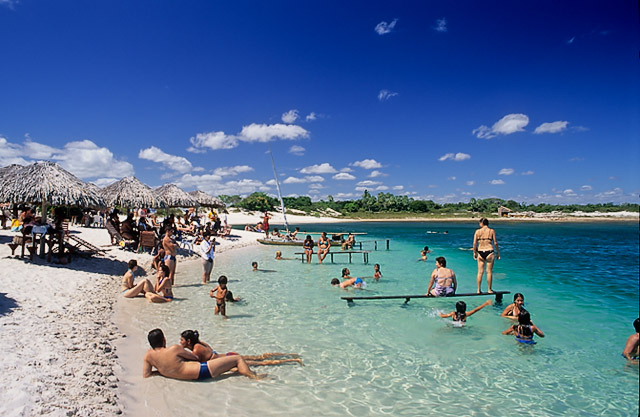 Lagoa Azul disponibiliza de redes e espreguiçadeiras (Foto: Amo o Nordeste/Divulgação)